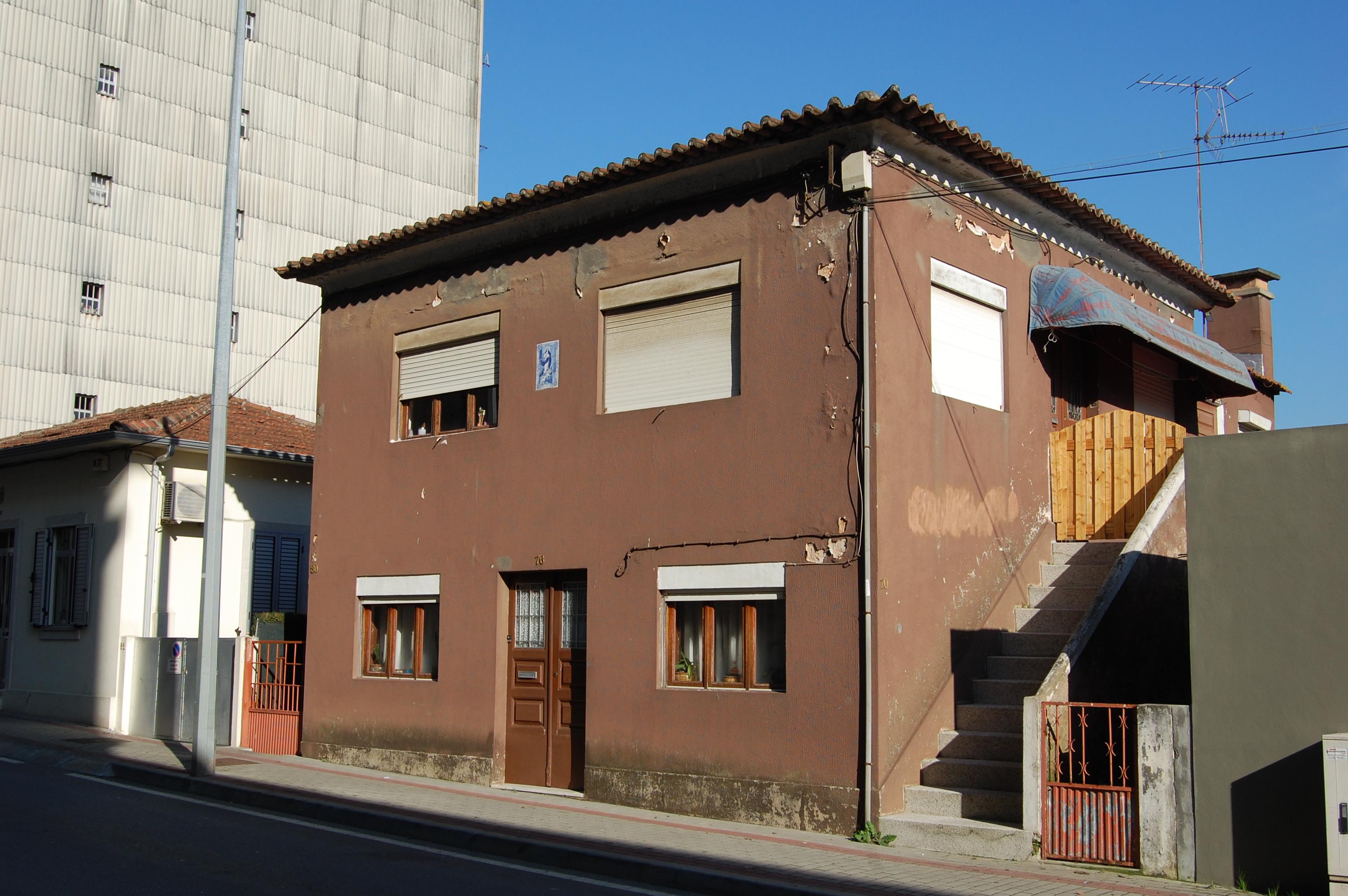 Casa R/C e andar em zona de construção em altura, Centro da Trofa