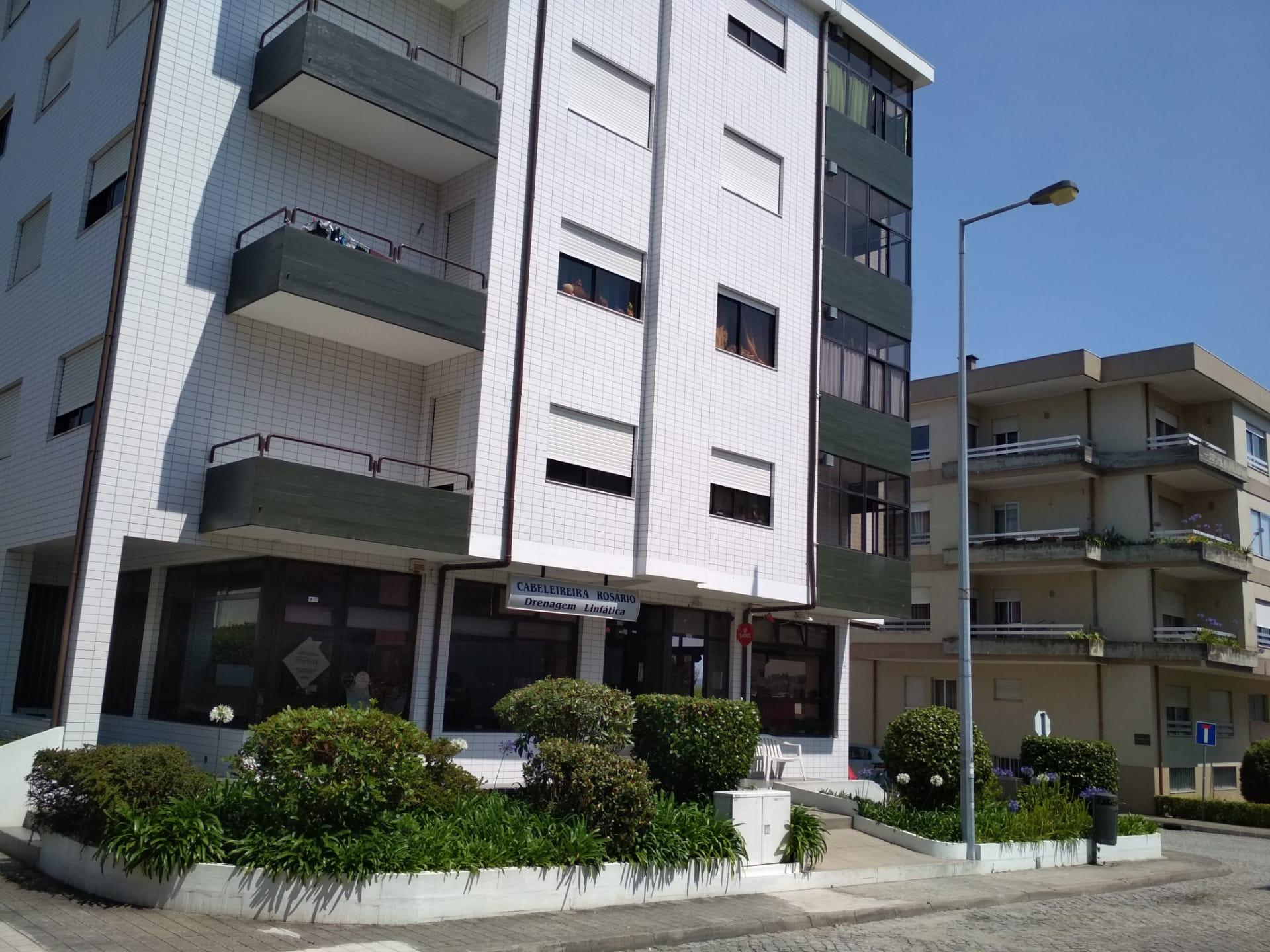 Apartamento T2 c/ cozinha equipada e lugar garagem, Castelo da Maia (Ismai)