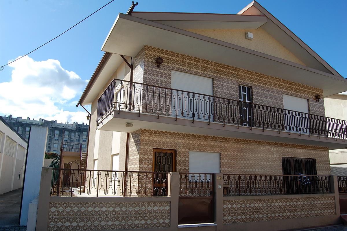 Moradia T5 p/ 2 famílias, Centro da Trofa